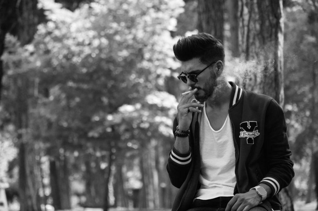 Guy Smoking Avoiding Can Control Diabetes)